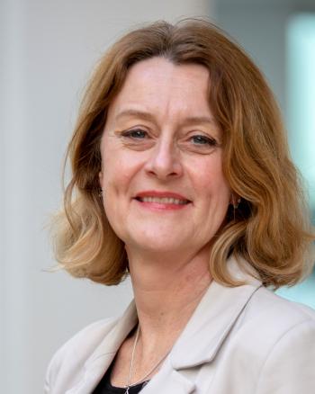 Dr. Lisette van der Poel