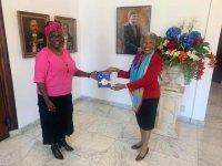 Omayra Leeflang's beeld van een gegijzelde democratie op Curaçao